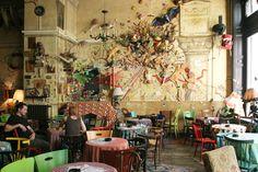 Csendes (ruin pub) in Budapest, Hungary Budapest Restaurant, Restaurant Bar, Budapest Guide, Pub Design, Small Restaurants, Cafe Bistro, Heart Of Europe, Bar Interior, Future Travel