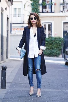Abrigo/Coat: Zara (Sales, similar HERE), Top: Zara, HERE; Camisa/Shirt: Zara, HERE; Pantalones/Jeans: Topshop (Similar HERE); Bolso/Clutch: American Apparel (Old); Zapatos/Shoes: Zara