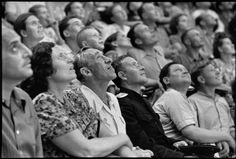 """""""Soviet Union, Moscow, 1954, Moscow Circus"""". Photo: Henri Cartier-Bresson. Veja mais em: http://semioticas1.blogspot.com.br/2014/03/flagrantes-de-cartier-bresson.html"""