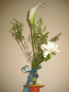 Mi propio perfume, flores de cera, calas y un toque de cafe....