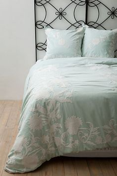 stinkin cute bedding set, also comes in charcoal gray