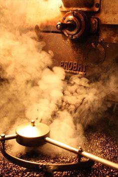 ☜♥☞ café - Probat coffee roaster in action! Espresso Shot, Espresso Coffee, Coffee Cafe, Coffee Drinks, Coffee Shop, Coffee Lovers, Fresh Roasted Coffee, Fresh Coffee, Hot Coffee