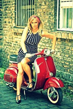All things Lambretta & Vespa, well all things if they are pictures. (and perhaps the odd other thing that catches my eye from time to time including occasional adult content! Piaggio Vespa, Vespa Lambretta, Vespa Girl, Scooter Girl, Retro Scooter, Motor Scooters, Vespa Scooters, Red Vespa, Motos Vespa