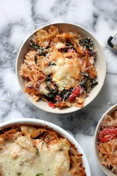 Cheesy kale and roasted red pepper pasta bake.