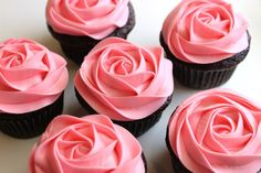 How to frost a rose on a cupcake in 20 seconds video tutorial. Look how pretty these are. Give a dozen rose frosted chocolate cupcakes for Valentines Day instead of cut roses. These could be organic, home made, fair trade quite easily. Using beet juice to make the frosting, you could even avoid using pink food coloring.