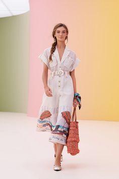 Runway Fashion, Fashion News, Fashion Show, Fashion Design, Warm Weather Outfits, Scarf Dress, Spring Summer, Mantel, Ideias Fashion