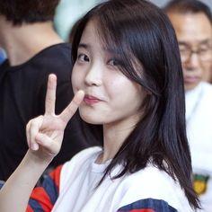 "IU (아이유) | Lee Jieun (이지은) on Instagram: ""_ ONE said he want to do collabraiton with IU on Arirang Radio CR / @one_updates _ #iu #ueana #leejieun #dlwlrma #leejieun_iu #아이유 #solo…"""