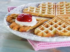 """Waffles with """"rømme"""" and strawberryjam (no recipe - just nice picture of a classical norwegian treat) Crepes And Waffles, Pancakes, Food For Thought, Kos, Norway, Treats, Baking, Breakfast, Desserts"""