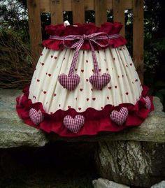 Clay Pot Crafts, Crafts To Make, Christmas Projects, Christmas Diy, Make A Lampshade, Handmade Lampshades, Painting Lamp Shades, Lamp Makeover, Lamp Cover