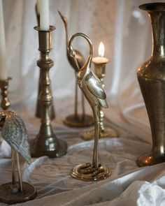 Vintage brass should be in every wedding!! Little details like this can set the mood for any vintage wedding. Not to mention candle light!! I think we should go back to having everything lit with candles!!
