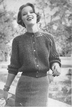 Vintage Women's Button-Up Ribbed Sweater Knitting Pattern PDF 1954 – Vintage Knitting Patterns Vintage Fashion 1950s, Retro Fashion, Vintage Ladies, Coco Fashion, Modern 50s Fashion, Vintage Style, Modern Clothing, 1950s Style, Geek Fashion