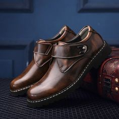 Steampunk Style Shoes Graceful Classic Men Single Monk Strap Dress Shoes Leather Vintage Business Shoes Leisure Formal Pointed Hasp Expensive