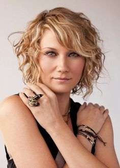 Incredibly pretty short hairstyles for curly hair 45