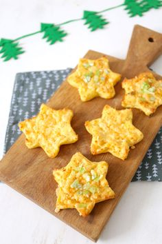 Aardappelsterren Potato stars, a super simple side dish for Christmas, for example. Christmas Food Treats, Xmas Food, Fruit Recipes, Snack Recipes, Snacks, Tapas, Savoury Baking, 20 Min, Creative Food