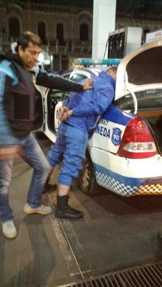 Caen policías locales que usaban patrulleros para distribuir drogas Hats, Falling Down, Sash, Hat, Hipster Hat