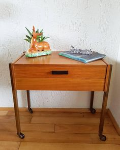 Bekijk dit items in mijn Etsy shop https://www.etsy.com/nl/listing/590777746/1960s-sewing-box-table-danish-design