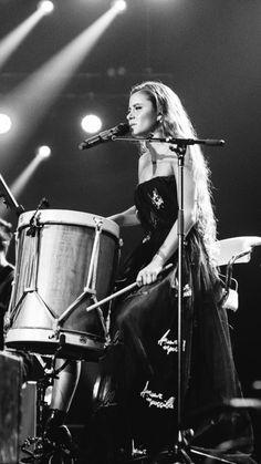 Camila Gallardo, Super Long Hair, Long Hair Styles, Concert, Celebrities, Queen, Faces, Celebrity, Board