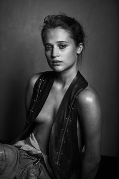 Alicia Vikander photographed by Peter Lindbergh Foto Portrait, Nude Portrait, Vintage Portrait, Nude Photography, Portrait Photography, Fashion Photography, Lifestyle Photography, Glamour Photography, Editorial Photography