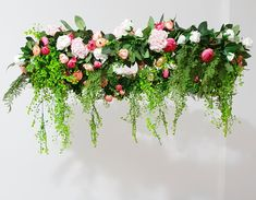 making this floral chandelier is something I have been planning for months. Mainly because I had a very specific idea of what I wanted it to look like Diy Flower Boxes, Diy Flowers, Wedding Flowers, Flower Chandelier, Wedding Designs, Diy Wedding, Flower Arrangements, Centerpieces, Wedding Decorations