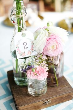 sweet + simple centerpieces // photo by Corinne Krogh // View more: http://ruffledblog.com/handmade-wedding-at-orcutt-ranch/  tout simple et joli rendu waks, renoncule, gypsophile, mini oeillet,
