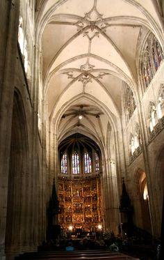 Interior de la catedral de Oviedo --> http://www.arteguias.com