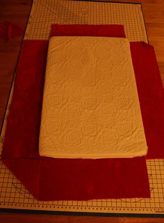 make your own fitted sheets tutorial. Think this would work for a king size with a 25 inch pocket? We have yet to find one that actually stays on, and I have wondered if I could make one! Should work, right? Same concept only bigger!
