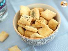 If you love crackers, but want to get away from processed food and bad fat, here is a simple recipe to make salty crackers! by PetitChef_Official Appetizer Recipes, Snack Recipes, Cooking Recipes, Appetizers, Homemade Crackers, Snacks Saludables, No Salt Recipes, Pan Dulce, Tasty