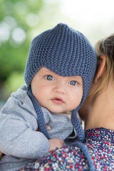 stickad blå barnmössa Baby Clothes Blanket, Knitted Baby Clothes, Baby Kids Clothes, Knitted Hats, Baby Barn, Baby Hat Knitting Pattern, Knit Baby Dress, Baby Clothes Patterns, Baby Bonnets