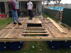 Diy: Portable Pontoon Using Old Pallets and Old Blue Drums • 1001 Pallets 1001 Pallets, Recycled Pallets, Wooden Pallets, Recycled Materials, 55 Gallon Plastic Drum, Plastic Drums, Pallet Playhouse, Pallet Shed, Pallet Patio