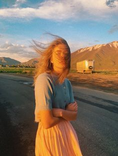 Marla Catherine, Pictures Of The Sun, People Photography, Vsco Photography, Photography Photos, Cute Sun, Mysterious Girl, Environmental Portraits, Instagram Pose