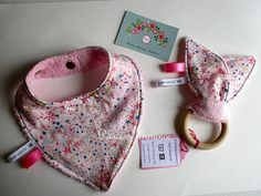 Mini baby box  bavoir bandana  hochet oreilles de lapin  en