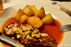Pot Roast, Ethnic Recipes, Food, Travel Tips, Different Types Of, Ethnic Food, Restaurants, Vienna, Carne Asada