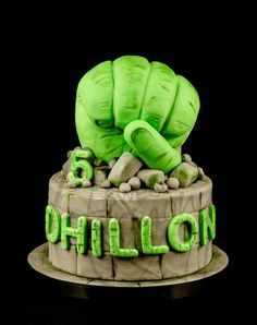Sweet Harmony Cakes made this terrific Hulk Birthday Cake. The Hulk's fist was made from Rice Krispies Treats and the cake was a 7 inch round. I'm sure this cake was a smash hit. Crazy Cakes, Fancy Cakes, 5th Birthday Cake, Hulk Birthday, Birthday Ideas, Hulk Cakes, Kreative Desserts, Avenger Cake, Fantasy Cake