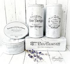 French Made Tin Boxes - You can paint with acrylics (black and white or two other contrasting colors to get a distressed look) and reuse different sizes tin boxes. Apply waterslide decal paper with desired graphic from The Graphics Fairy. Decoration Shabby, Shabby Chic Decor, Tin Can Crafts, Diy Home Crafts, Upcycled Crafts, Creation Deco, Graphics Fairy, Shabby Vintage, Tin Boxes