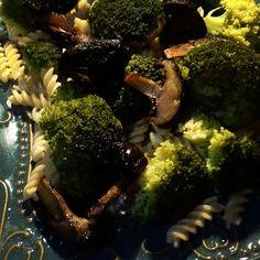 https://flic.kr/p/ARPgFa | Vegan dinner - Fusilli Alfredo With Broccoli and Shiitake Mushrooms - Fusilli pasta on a coconutcream garlic sauce with steamed broccoli and panfried shiitake mushrooms - delicious vegan food your entire family will enjoy #vegan #veganeats #vegancook #veg | via Instagram ift.tt/20EkaPj