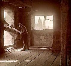 CAMPANERO-Los campaneros existían en la mayoría de las Iglesias y se encargaban de tocar, repicar y voltear las campanas de la Iglesia.