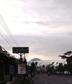 GUNUNG SUMBING,dilihat dari... Jl. Magelang - Yogyakarta Blondo Mungkid Kabupaten Magelang Jateng