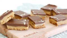 Met dit caramel shortcake recept maak je deze klassieker met karamel, chocolade en een lekkere koekbodem eenvoudig zelf.