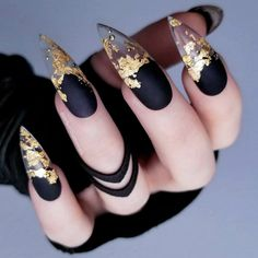 Do you want to try stiletto nails, too? Look at our carefully selected Best Stiletto Nails Art Designs, hoping to give you the best inspiration. Foil Nail Designs, Pretty Nail Designs, Unique Nail Designs, Stiletto Nail Art, Matte Nails, Coffin Nails, Gradient Nails, Black Acrylic Nails, Pointy Nails