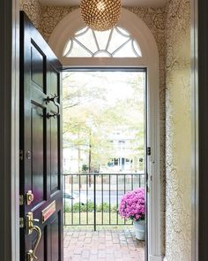 Gorgeous Petal Pusher Entry! (via @heathersafferstone & @sallysteponkusinteriors)
