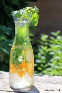 detox water for weightloss Infused Water Recipes, Fruit Infused Water, Infused Waters, Detox Drinks, Healthy Drinks, Healthy Water, Healthy Snacks, Digestive Detox, Body Detoxification