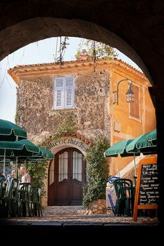 A Cafe in Eze  I would really, really, really like to go to EZE....