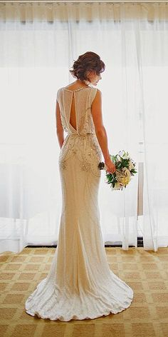 Greek wedding dresses are always fashionable and emphasize the benefits of figures. These gowns find a place in each year wedding fashion collections.