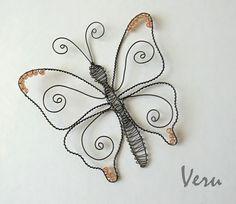 Drátování Veru: Motýli Wire Crafts, Jewelry Crafts, Diy And Crafts, Wire Wrapped Jewelry, Metal Jewelry, Wire Art Sculpture, Wire Sculptures, Abstract Sculpture, Bronze Sculpture
