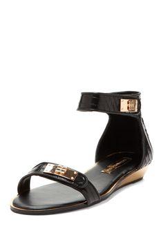 Bestow Sandal on SALe