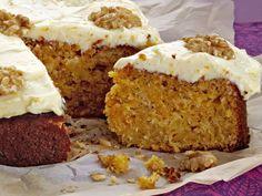 Porkkana, kookos ja ananas tekevät kakusta mehevän. Porkkana-ananaskakun täytteessä on tuorejuustoa, appelsiinia ja saksanpähkinöitä.