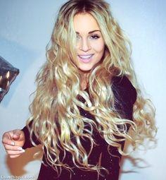 Long wavy curls cute hair blonde beautiful girl smile pretty hair color wavy hairstyle hair ideas hair cuts