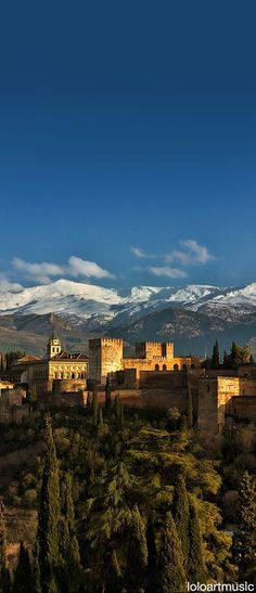 Granada's Alhambra is breathtakingly beautiful. | devourgranadafoodtours.com/tours?utm_content=buffer00b5e&utm_medium=social&utm_source=pinterest.com&utm_campaign=buffer