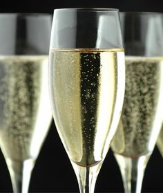I don't know about you, but drinking champagne just makes me feel sophisticated. So when I heard that one of the newest healthy eating trends was called the Champagne Diet, I was intrigued. The