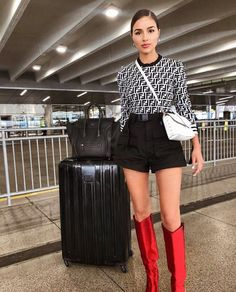 Get the same short like Olivia Culpo here in ZAFUL! perfect for street style outfits! City Outfits, New Outfits, Fall Outfits, Summer Outfits, Airport Outfits, Everyday Outfits, Everyday Fashion, Casual Outfits, Only Fashion